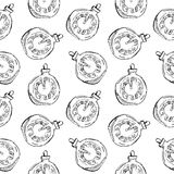 Modelo inconsútil de las bolas del vintage y de los juguetes dibujados mano del reloj Elementos del diseño de la Navidad y del Añ Fotografía de archivo libre de regalías