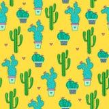 Modelo inconsútil de los cactus en un fondo amarillo Fotografía de archivo