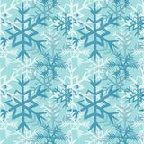 Modelo inconsútil de los copos de nieve azules y blancos Ejemplo del vector en fondo azul claro Fotos de archivo libres de regalías