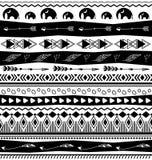 Modelo inconsútil de los diseños tribales stock de ilustración