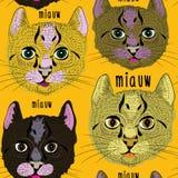 Modelo inconsútil de los diversos gatos lindos Ejemplo del vector en fondo anaranjado Fotografía de archivo libre de regalías