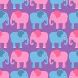 Modelo inconsútil de los elefantes Animales azules y rosados de la selva Imagen de archivo