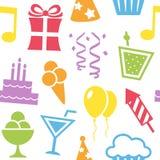 Modelo inconsútil de los iconos coloridos del cumpleaños Imagen de archivo