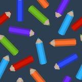 Modelo inconsútil de los lápices coloreados dispersados Fotos de archivo