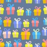 Modelo inconsútil de los regalos Fondo del vector de cajas coloreadas con Foto de archivo