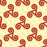 Modelo inconsútil de los triskels célticos rojos y amarillos Fotos de archivo libres de regalías