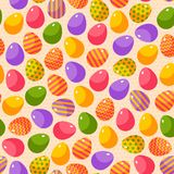 Modelo inconsútil de Pascua con los huevos adornados coloridos Imagen de archivo