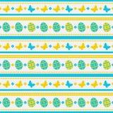 Modelo inconsútil de Pascua con los huevos y las mariposas Fondo del vector Imagenes de archivo