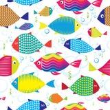 Modelo inconsútil de pescados dibujados mano colorida Fotos de archivo libres de regalías
