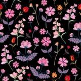 Modelo inconsútil del bordado con diversas flores salvajes Ornamento floral del vector en fondo negro Puntada de satén stock de ilustración