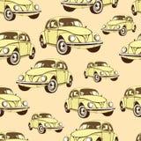 Modelo inconsútil del coche del vintage, fondo retro de la historieta Coches amarillos en el beige Para el diseño de papel pintad Fotografía de archivo libre de regalías
