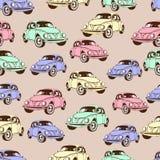 Modelo inconsútil del coche del vintage, fondo retro de la historieta Coches multicolores en el beige Para el diseño de papel pin Fotografía de archivo