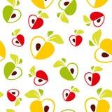 Modelo inconsútil del corazón rojo, verde y amarillo de las manzanas en el fondo blanco - vector el ejemplo Imágenes de archivo libres de regalías