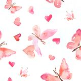 Modelo inconsútil del ejemplo de la acuarela de mariposas rosadas con los corazones Foto de archivo