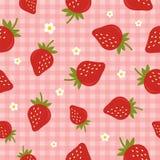 Modelo inconsútil del vector con las fresas en el fondo rosado a cuadros Foto de archivo libre de regalías