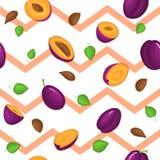Modelo inconsútil del vector de la fruta madura de los ciruelos El fondo rayado con el ciruelo jugoso delicioso, entero, rebanada stock de ilustración