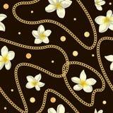 Modelo inconsútil del vector de las flores blancas del plumeria con confeti y la cadena de oro de la hoja stock de ilustración