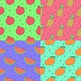 Modelo inconsútil del vector del esquema multicolor de las frutas fijado (granate, piña, sandía, mango) Parte una Fotografía de archivo