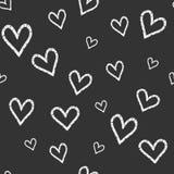 Modelo inconsútil del vector del Grunge con los corazones pintados a mano Fondo en colores blancos y negros Fotografía de archivo