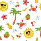 Modelo inconsútil del verano colorido con el sol, cangrejo, estrella de mar, palma, Fotos de archivo libres de regalías