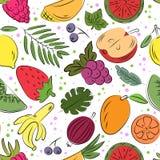 Modelo inconsútil exhausto de la mano con las frutas coloridas del garabato libre illustration