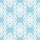 Modelo inconsútil floral blanco en fondo azul Foto de archivo libre de regalías
