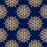 Modelo inconsútil floral de oro en fondo azul Foto de archivo libre de regalías