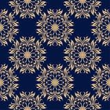 Modelo inconsútil floral de oro en fondo azul Imagen de archivo
