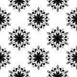 Modelo inconsútil floral negro en el fondo blanco Imágenes de archivo libres de regalías