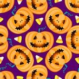 Modelo inconsútil jackolantern del feliz Halloween de la calabaza de la linterna de Jack ejemplo del vector aislado en fondo púrp Fotografía de archivo libre de regalías
