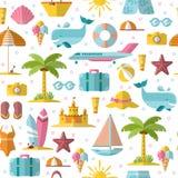 Modelo inconsútil plano del verano con los elementos estacionales holyday y del verano - palma, caso, airplan, sol, arena y otra  Foto de archivo libre de regalías