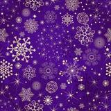 Modelo inconsútil violeta del invierno con los copos de nieve del oro Imagen de archivo