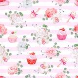 Modelo inconsútil rayado rosado del vector con los pasteles frescos, los ramos de flores y las llaves con los arcos rojos Fotografía de archivo libre de regalías