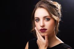Modelo joven hermoso con maquillaje elegante Imagen de archivo