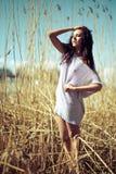 Modelo joven hermoso en la playa Fotografía de archivo libre de regalías