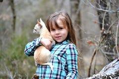 Modelo lindo del edredón del applique de la muchacha del país Imagen de archivo