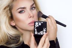 Modelo louro bonito da mulher com pele perfeita e os olhos maravilhosos, Fotos de Stock