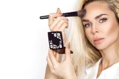 Modelo louro bonito da mulher com pele perfeita e os olhos maravilhosos, Foto de Stock Royalty Free