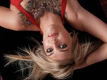Modelo louro Tattooed fotos de stock royalty free