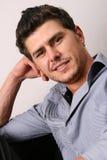 Modelo masculino amigável no cinza imagem de stock royalty free