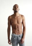 Modelo masculino atrativo que está no fundo branco Imagens de Stock Royalty Free