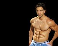 Modelo masculino da aptidão no fundo preto imagem de stock royalty free