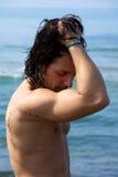 Modelo masculino despido na água triste Fotos de Stock