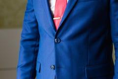Modelo masculino en un primer del traje Imágenes de archivo libres de regalías