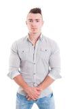 Modelo masculino fuerte que presenta en el fondo blanco Foto de archivo libre de regalías