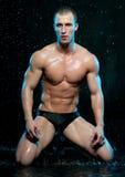 Modelo masculino no estúdio do aqua imagem de stock royalty free