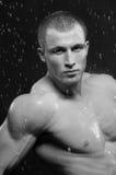 Modelo masculino no estúdio do aqua fotos de stock royalty free