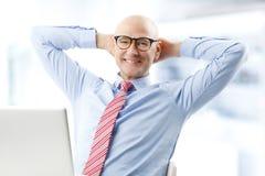 Modelo masculino no terno de negócio Imagem de Stock