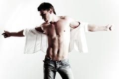 Modelo masculino novo à moda imagens de stock