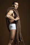 Modelo masculino novo e apto fotografia de stock royalty free